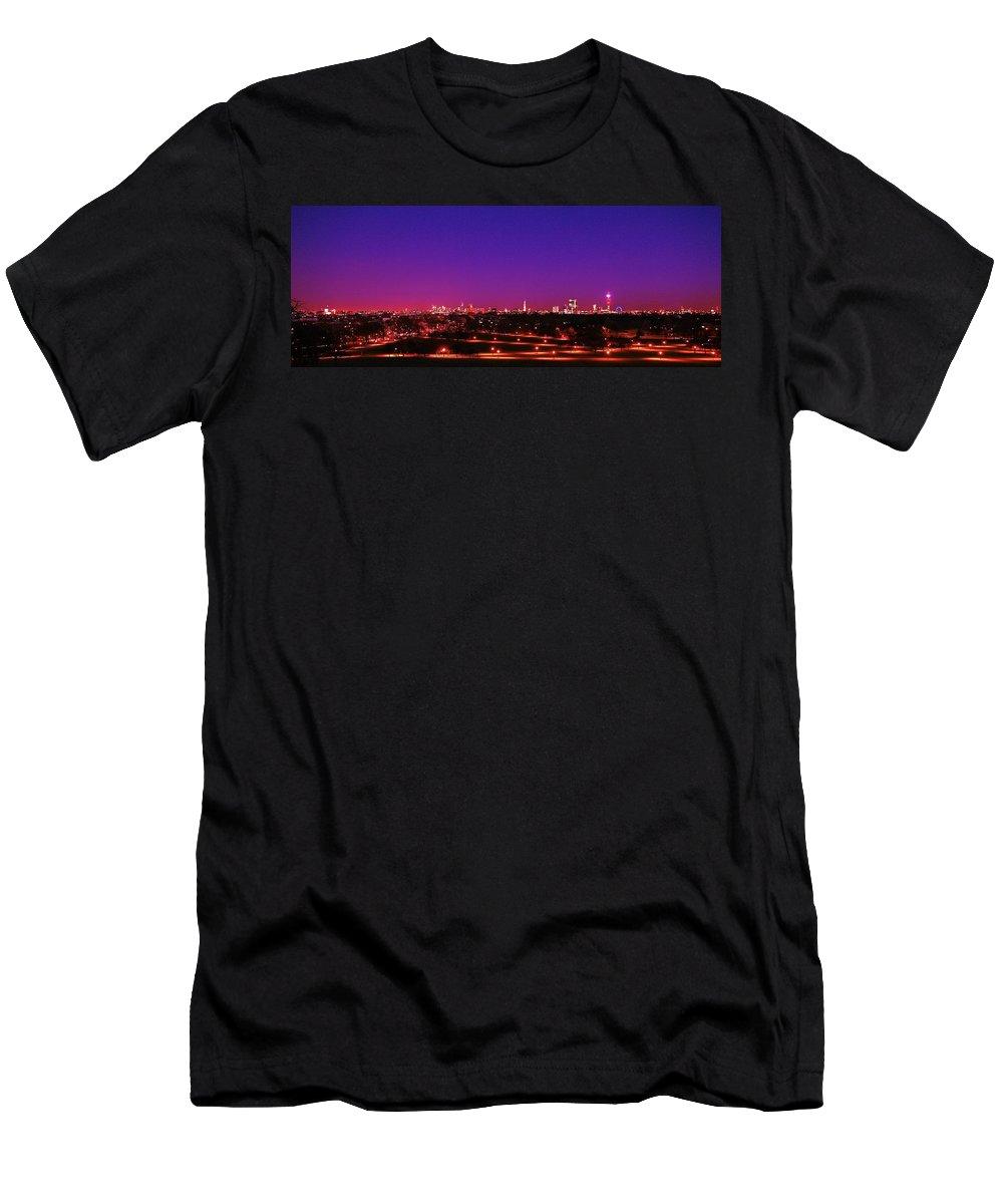 London  Men's T-Shirt (Athletic Fit) featuring the photograph London View 1 by Mariusz Czajkowski