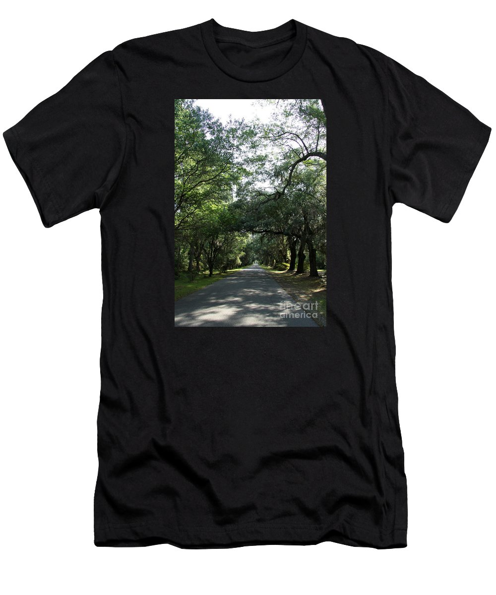 Plantation Men's T-Shirt (Athletic Fit) featuring the photograph Magnolia Plantation Road by Christiane Schulze Art And Photography
