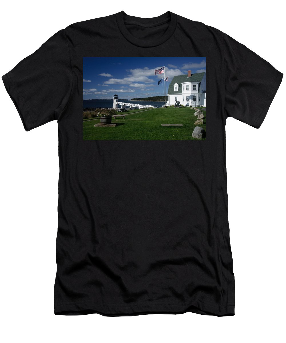 Vacationland Men's T-Shirt (Athletic Fit) featuring the photograph Marshall Point Lighthouse by David Smith