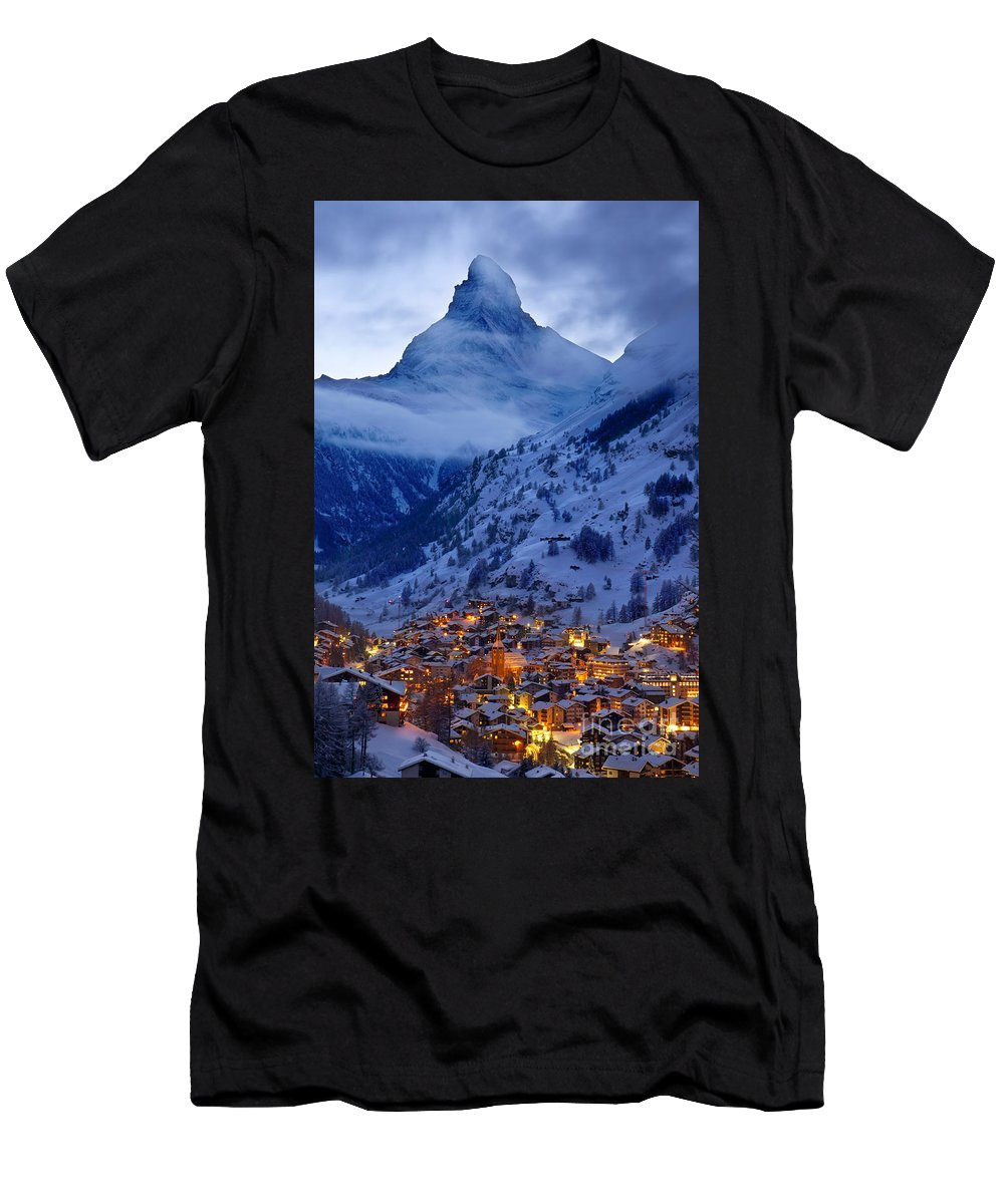 Dusk Men's T-Shirt (Athletic Fit) featuring the photograph Matterhorn At Twilight by Brian Jannsen