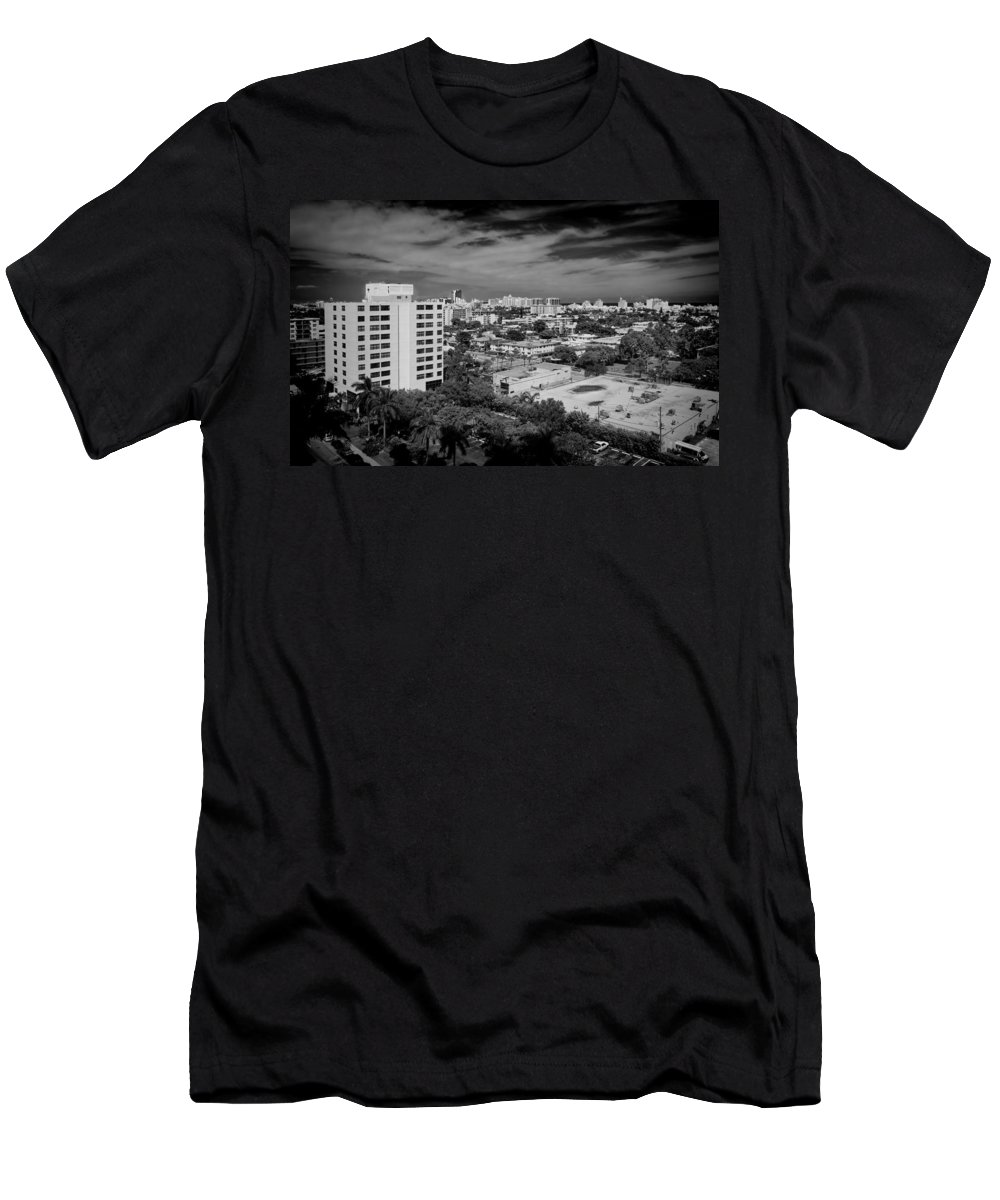Miami Men's T-Shirt (Athletic Fit) featuring the photograph Miami Beach - 0153bw by Rudy Umans