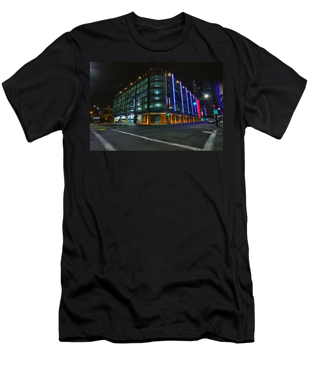 Pittsburgh Night Pa. Pennsylvania Bus Station Taaffe Urban Urbanx Poster Skyline Sky Night Evening Dawn Street Neon Color Vivid Hdr Men's T-Shirt (Athletic Fit) featuring the photograph Middletown Dreams by Jimmy Taaffe