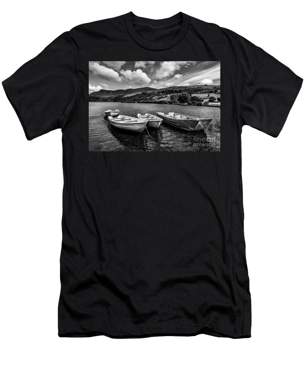 Boats Men's T-Shirt (Athletic Fit) featuring the photograph Nantlle Uchaf Boats by Adrian Evans