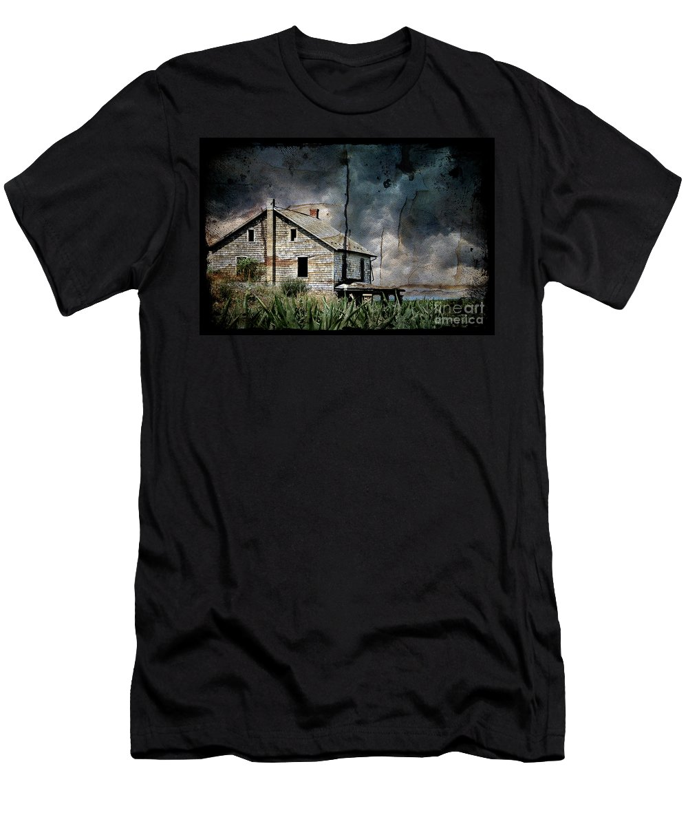Farmhouse Men's T-Shirt (Athletic Fit) featuring the photograph Nobody's Home by Lois Bryan