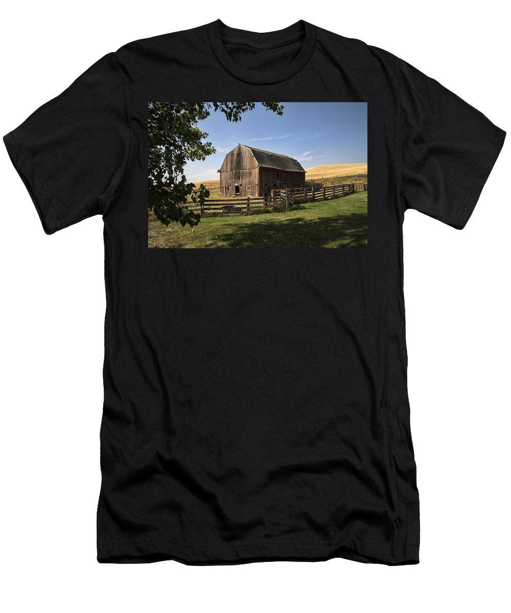 Barn Men's T-Shirt (Athletic Fit) featuring the photograph Old Barn by Paul DeRocker