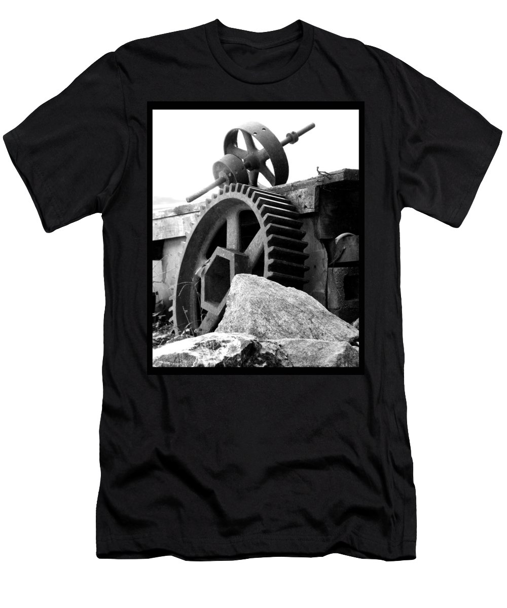 Old Mill Of Guilford Men's T-Shirt (Athletic Fit) featuring the photograph Old Mill Of Guilford Gears Black And White by Sandi OReilly