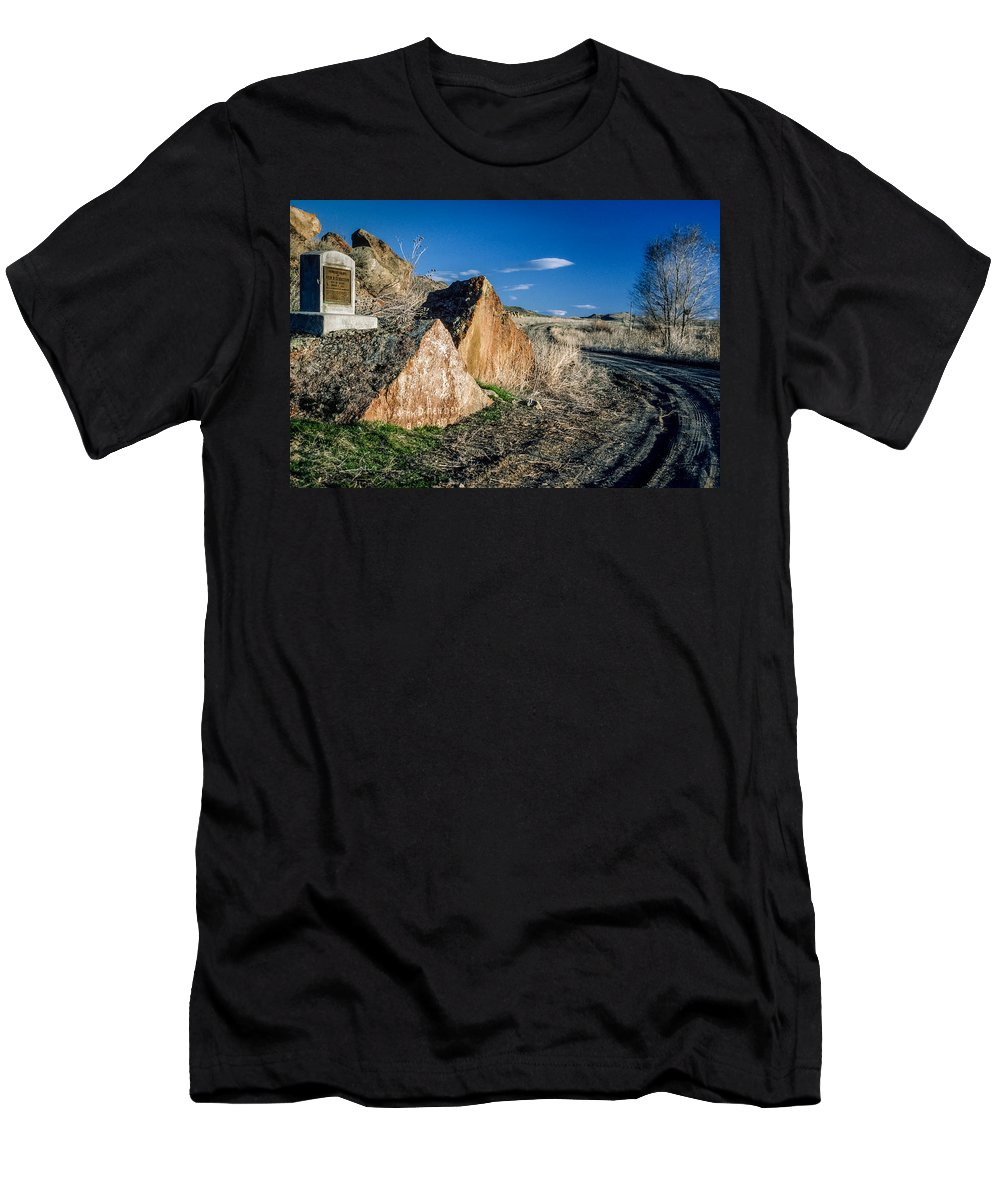 Oregon Trail Men's T-Shirt (Athletic Fit) featuring the photograph Oregon Trail 1 by Mike Penney