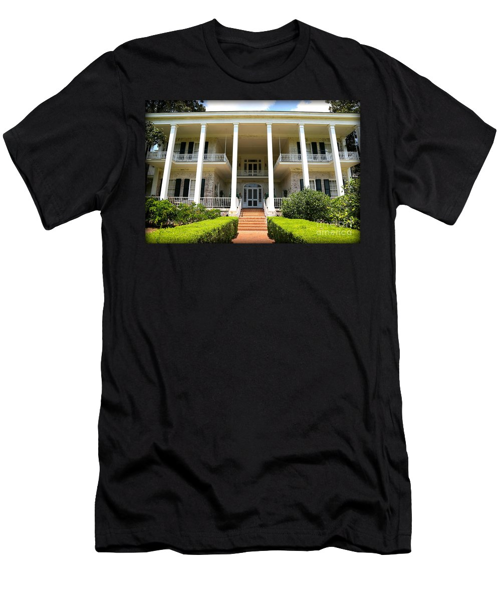 Plantation Men's T-Shirt (Athletic Fit) featuring the photograph Pebble Hill Plantation by Carol Groenen