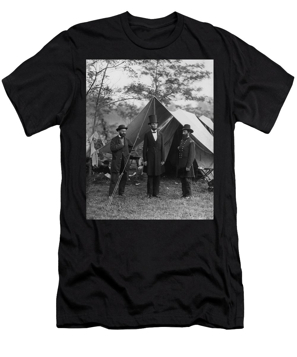 16th President Of The United States Men's T-Shirt (Athletic Fit) featuring the photograph President Lincoln At Antietam by Alexander Gardner
