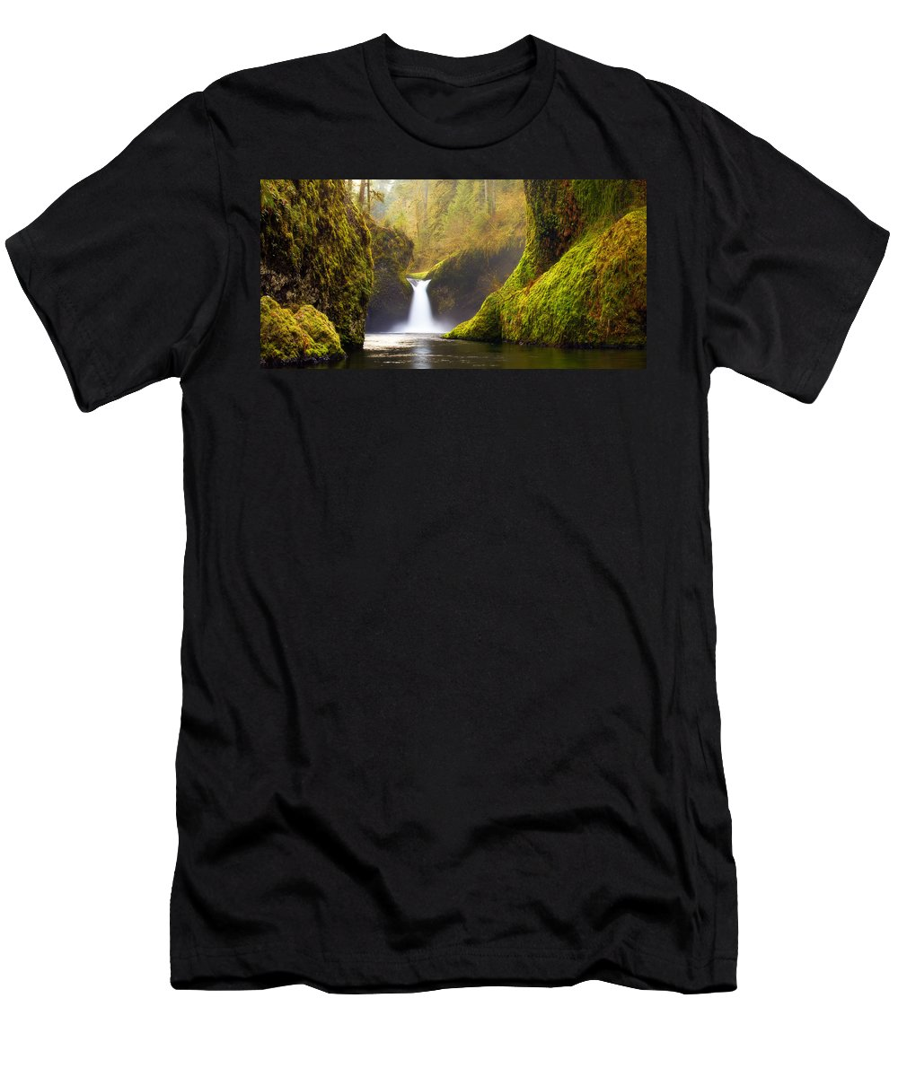 Lush Men's T-Shirt (Athletic Fit) featuring the photograph Punchbowl Pano by Darren White