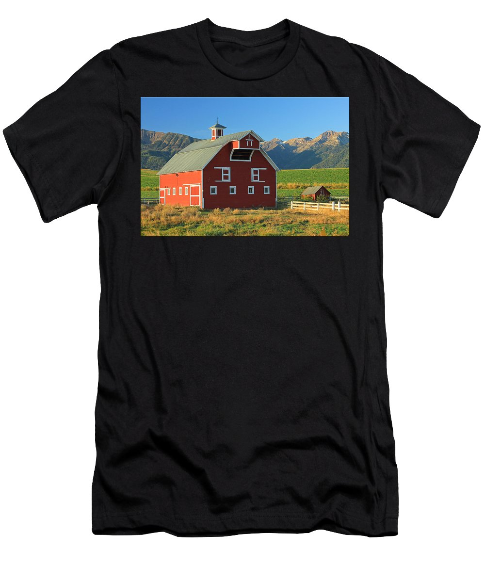 Fall Colors Men's T-Shirt (Athletic Fit) featuring the photograph Dn5939-red Barn In The Wallowas by Ed Cooper Photography
