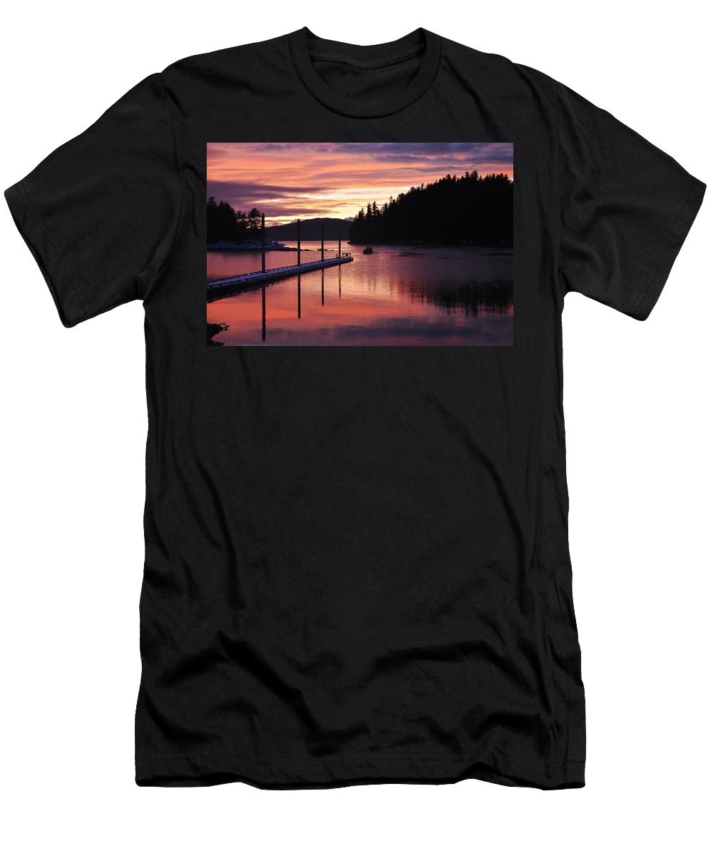 Sunset Men's T-Shirt (Athletic Fit) featuring the photograph Returning Home by Cathy Mahnke
