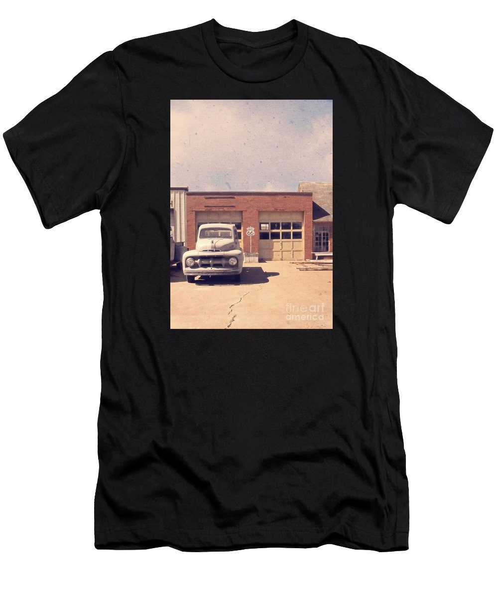 Usa Men's T-Shirt (Athletic Fit) featuring the photograph Route 66 Garage by Edward Fielding