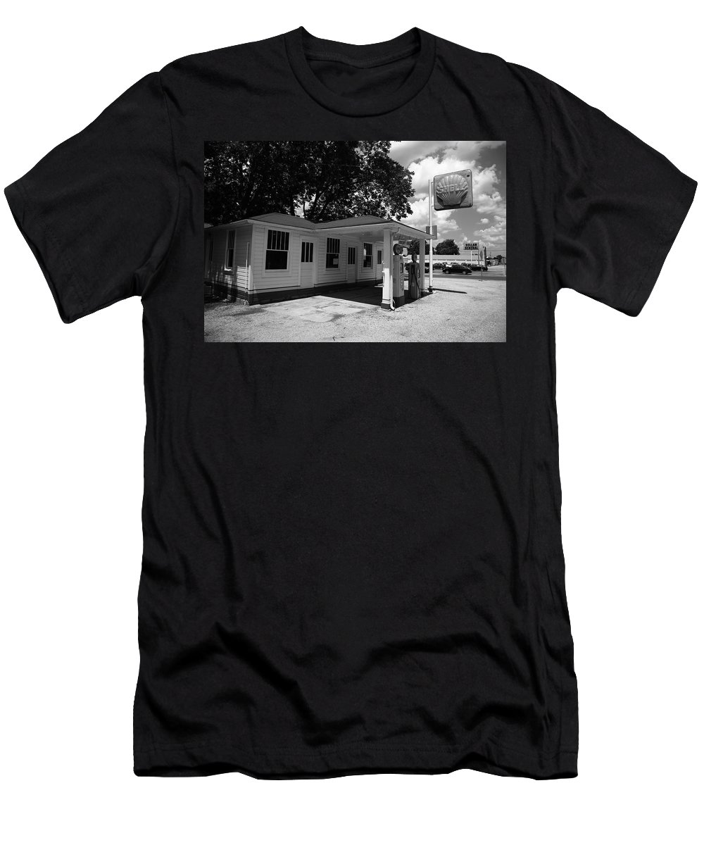 66 Men's T-Shirt (Athletic Fit) featuring the photograph Route 66 - Soulsby Service Station by Frank Romeo