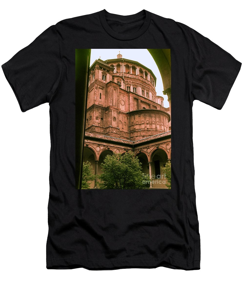Aanta Maria Delle Grazie Milan Churches Building Buildings Church Structure Structures Architecture City Cities Cityscape Cityscapes Italy Men's T-Shirt (Athletic Fit) featuring the photograph Santa Maria Delle Grazie by Bob Phillips