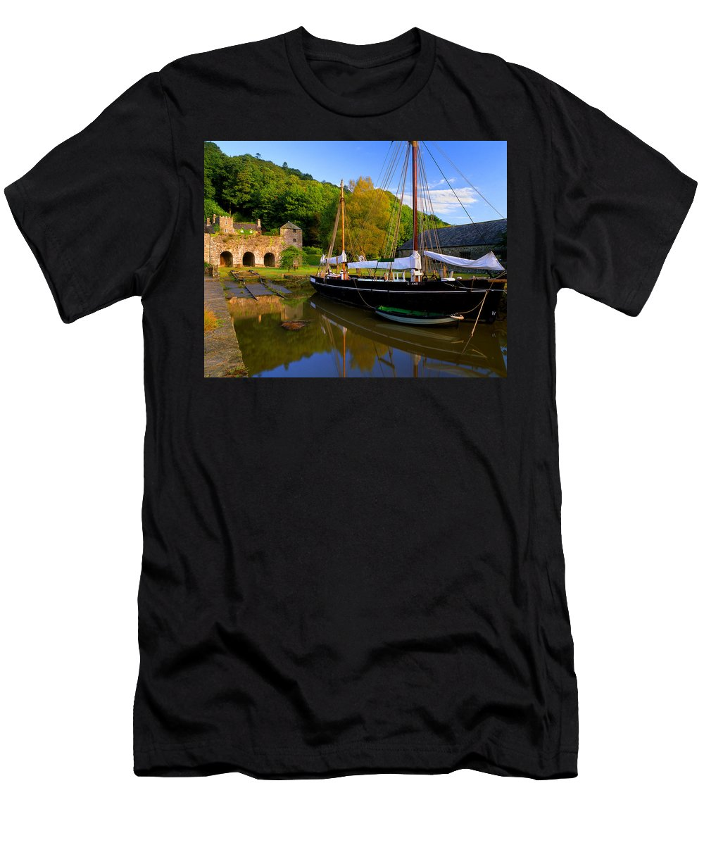 Cornwall Men's T-Shirt (Athletic Fit) featuring the photograph Shamrock Barge by Darren Galpin