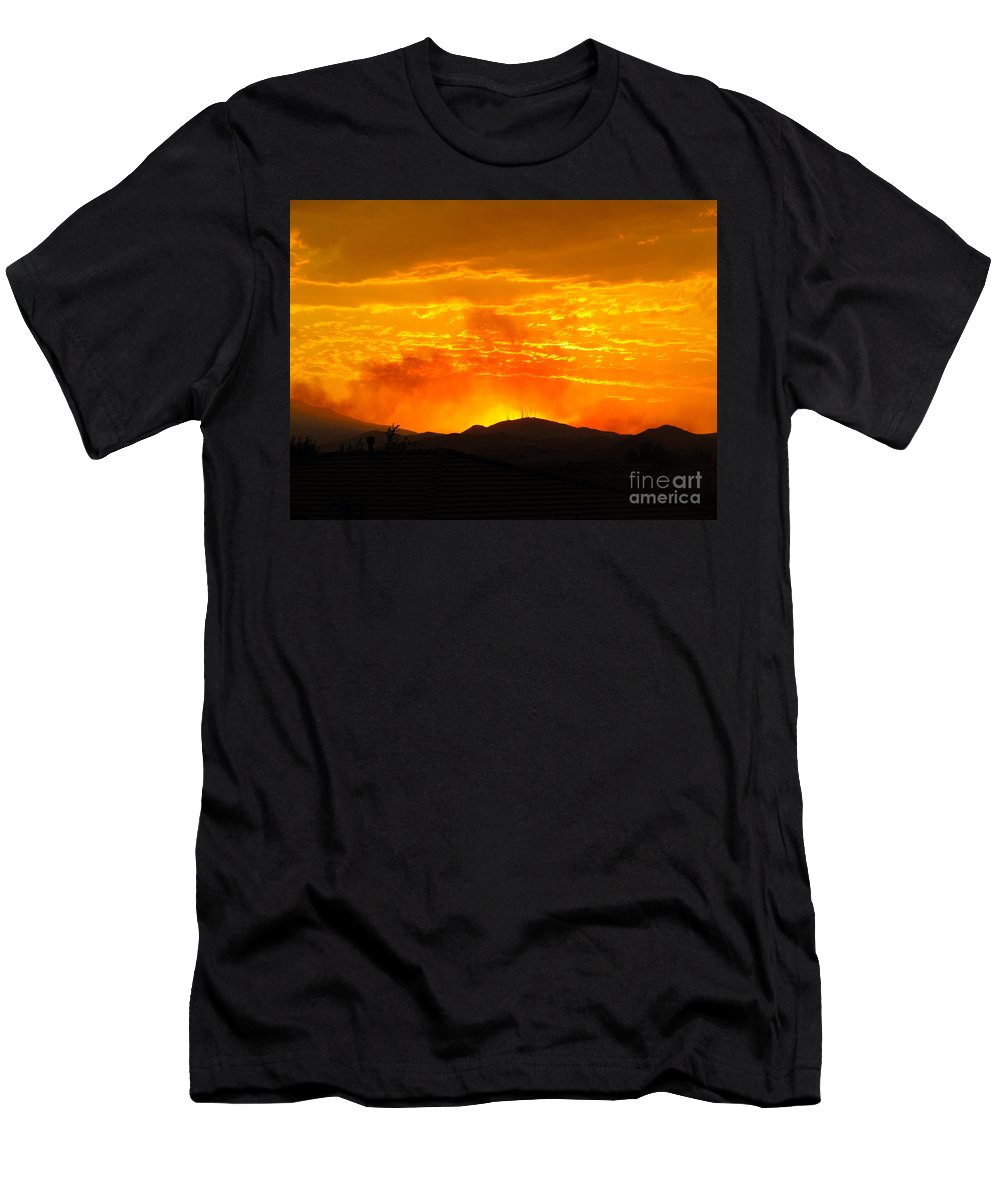 Hills Men's T-Shirt (Athletic Fit) featuring the photograph Spectacular Nevada Sunset by Phyllis Kaltenbach