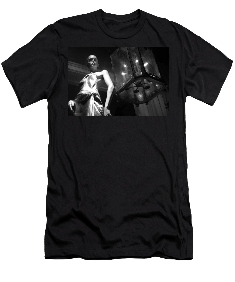 Rodeo Men's T-Shirt (Athletic Fit) featuring the photograph Standing Guard On Rodeo Drive by Cora Wandel