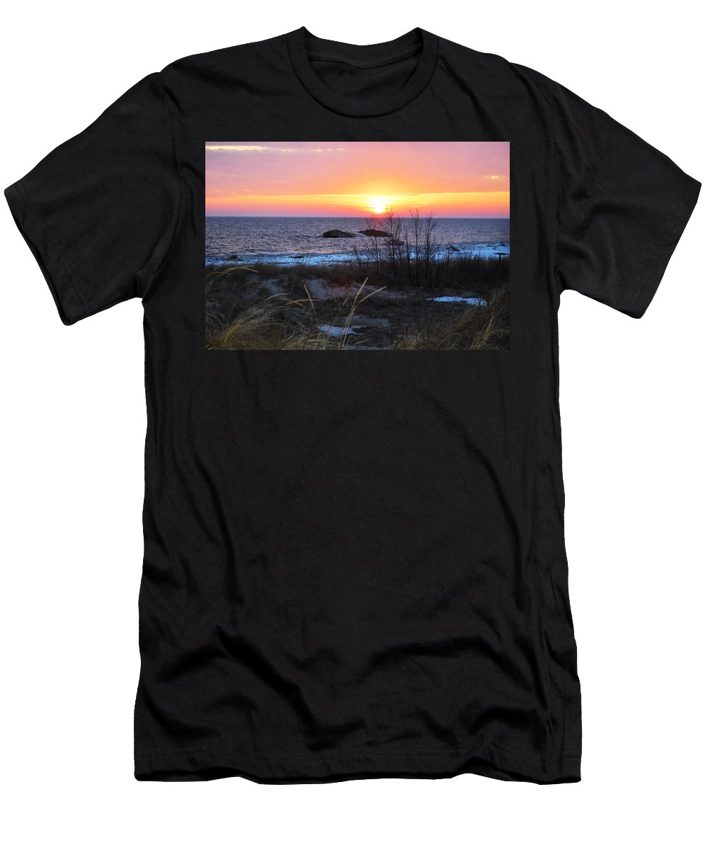 Lake Michigan Men's T-Shirt (Athletic Fit) featuring the photograph Sun Down by Linda Kerkau