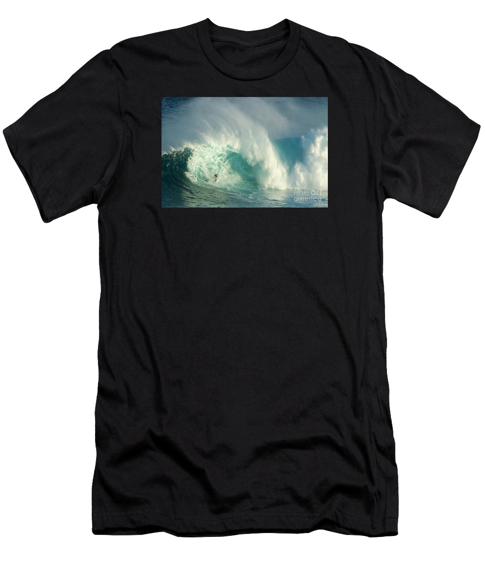 Surf Men's T-Shirt (Athletic Fit) featuring the photograph Surfing Jaws 3 by Bob Christopher
