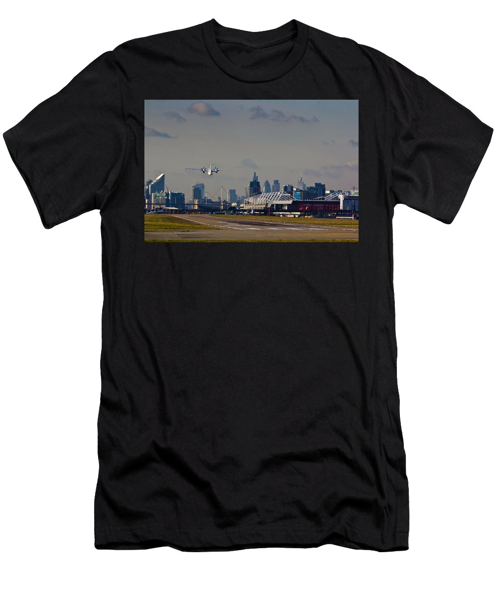 Cityjet Men's T-Shirt (Athletic Fit) featuring the photograph Take Off From London by David Pyatt