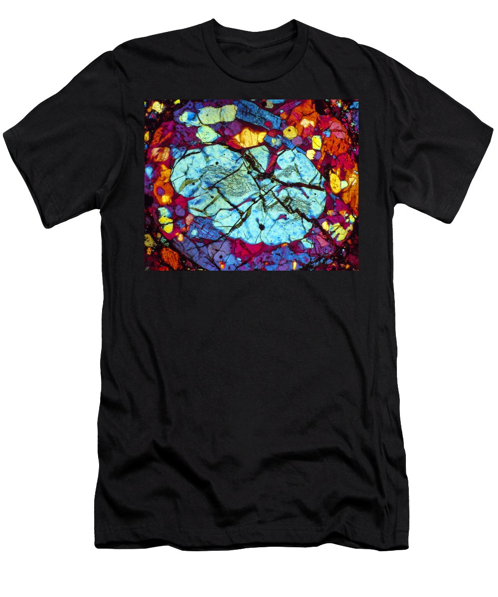 Meteorite Men's T-Shirt (Athletic Fit) featuring the photograph The Brain by Tom Phillips