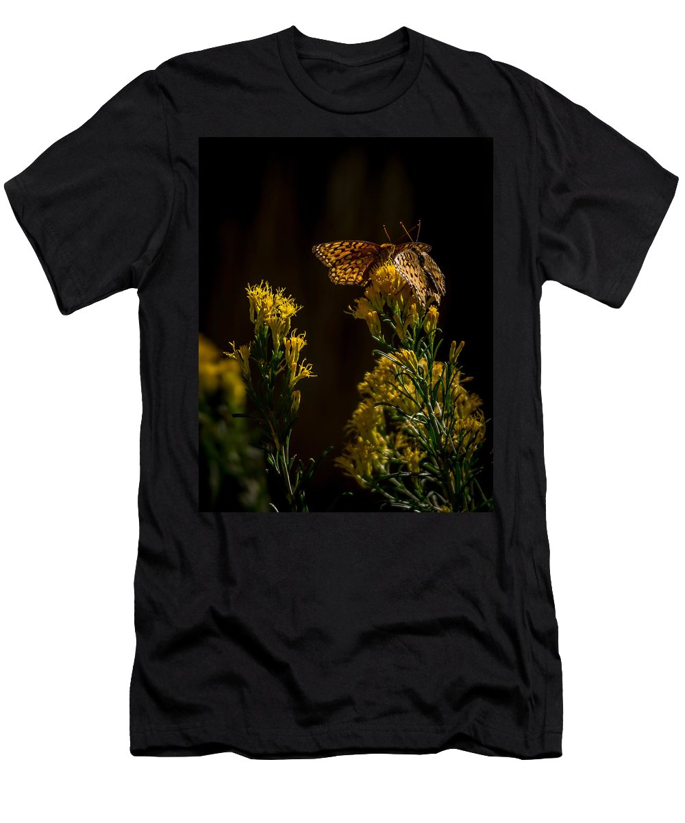 Bugs Men's T-Shirt (Athletic Fit) featuring the photograph The Game Of Nature by Ernie Echols