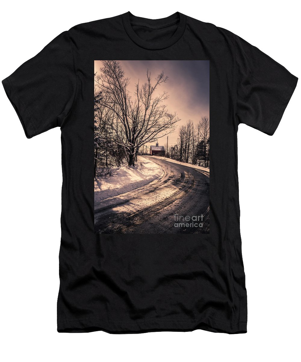 Snow Men's T-Shirt (Athletic Fit) featuring the photograph The Old Farm Down The Road by Edward Fielding