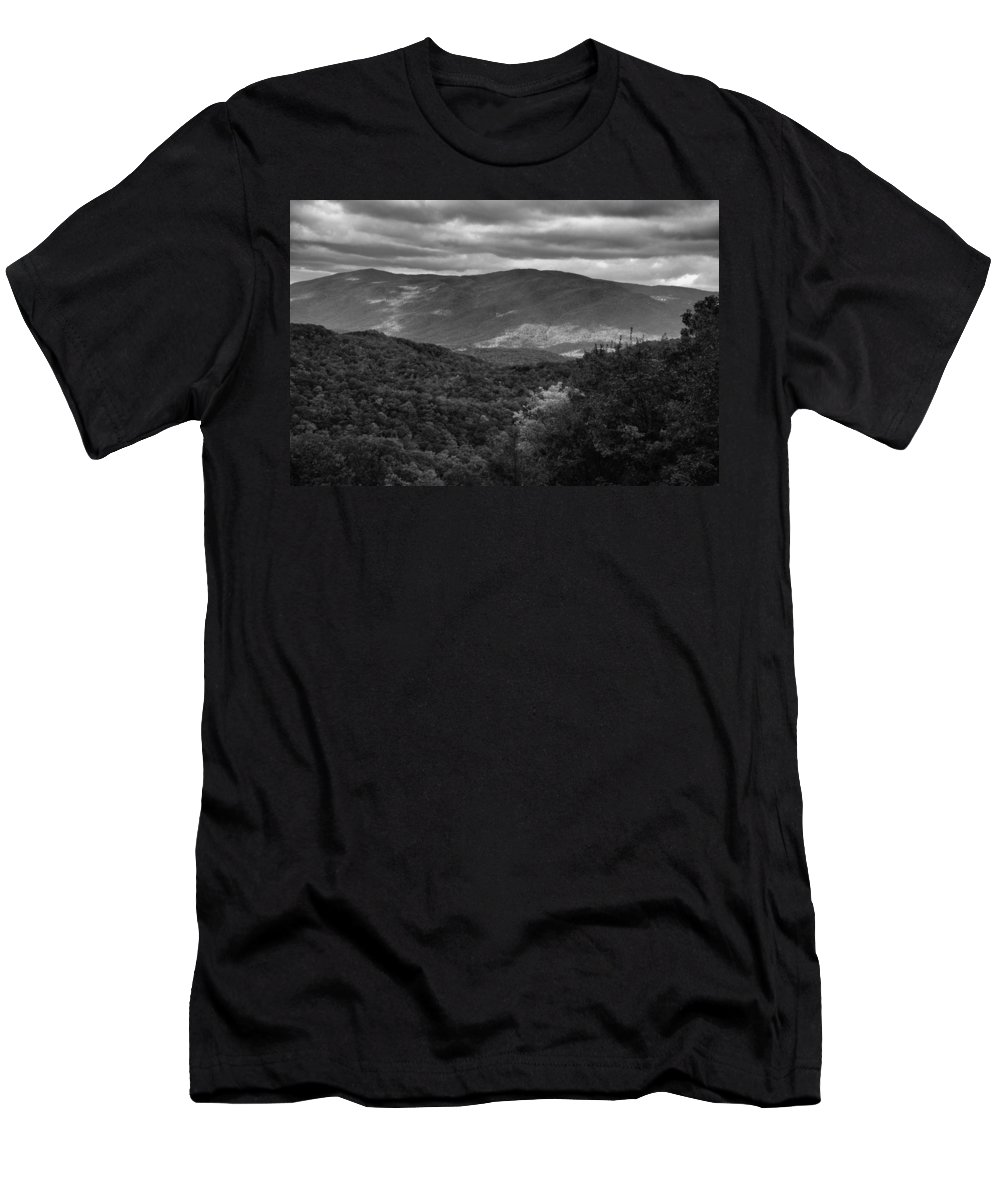 Smoky Mountain View Black And White Men's T-Shirt (Athletic Fit) featuring the photograph The Smokies In Black And White by Dan Sproul