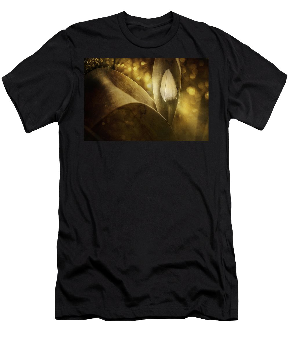 Tulip Men's T-Shirt (Athletic Fit) featuring the photograph The Unveiling 2 by Scott Norris