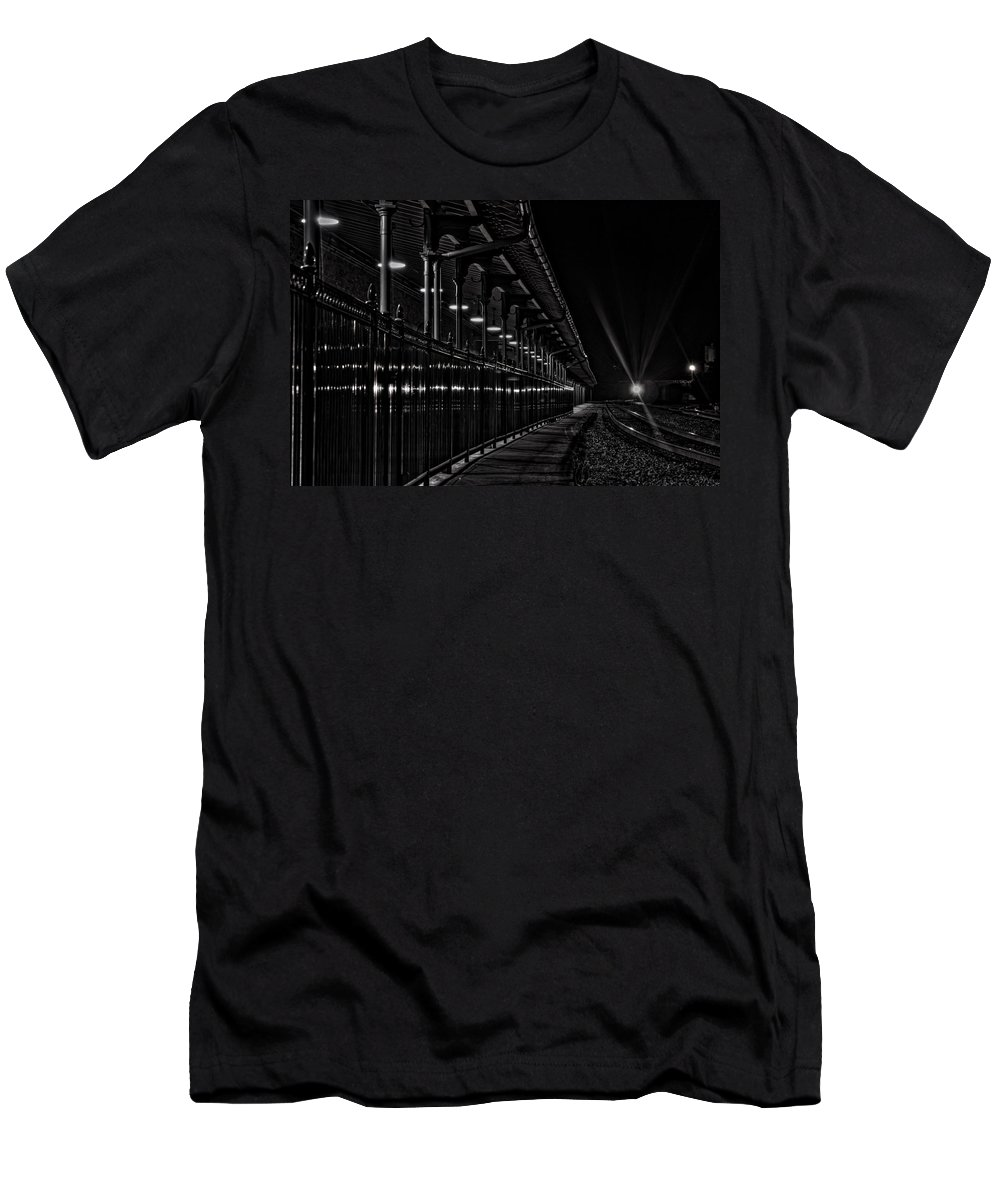 Bristol Tn Tennessee Va Virginia Train Tracks Night Historic Trainstation Station Men's T-Shirt (Athletic Fit) featuring the photograph Train At Night by Karl Greeson