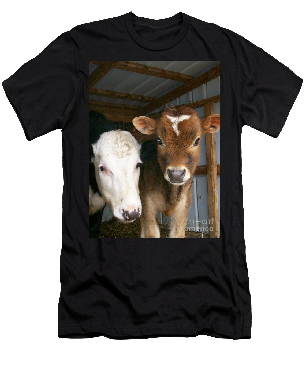 Cows Men's T-Shirt (Athletic Fit) featuring the photograph Two's Company by Sara Raber