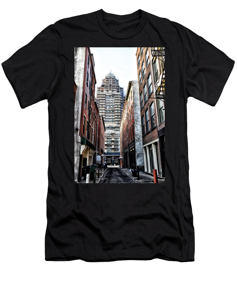Us Men's T-Shirt (Athletic Fit) featuring the photograph Us Customs House Philadelphia by Bill Cannon
