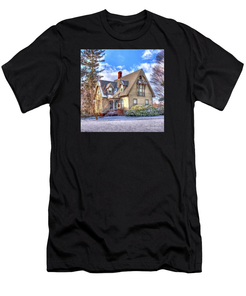 New England Men's T-Shirt (Athletic Fit) featuring the photograph Victorian Homestead by Marcel J Goetz Sr