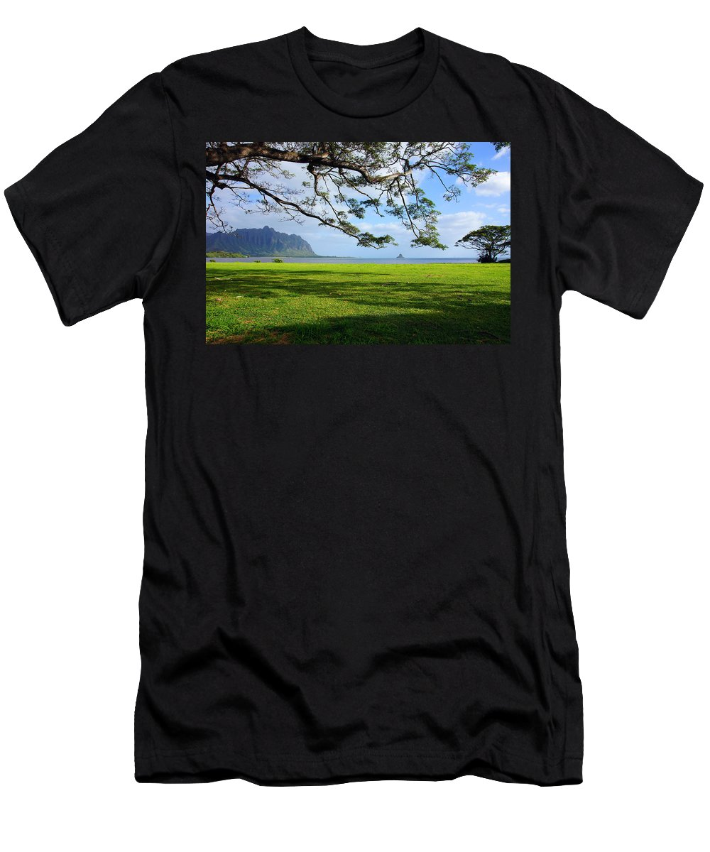 Chinaman's Hat Men's T-Shirt (Athletic Fit) featuring the photograph Waiahole Oahu Hawaii by Kevin Smith