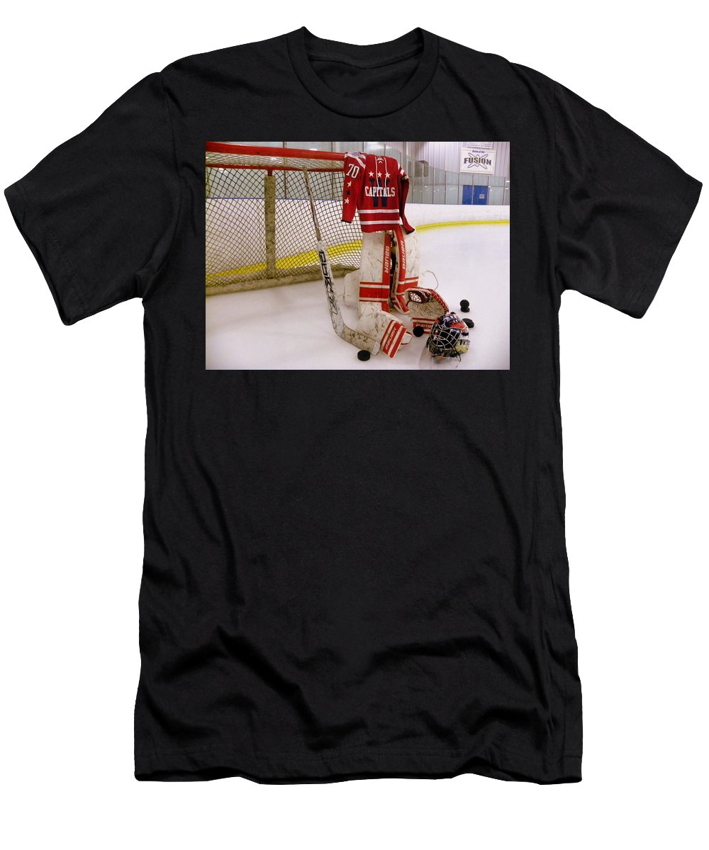 huge selection of 0372a 755f8 Washington Capitals Braden Holtby Winter Classic 2015 Jersey Men's T-Shirt  (Athletic Fit)