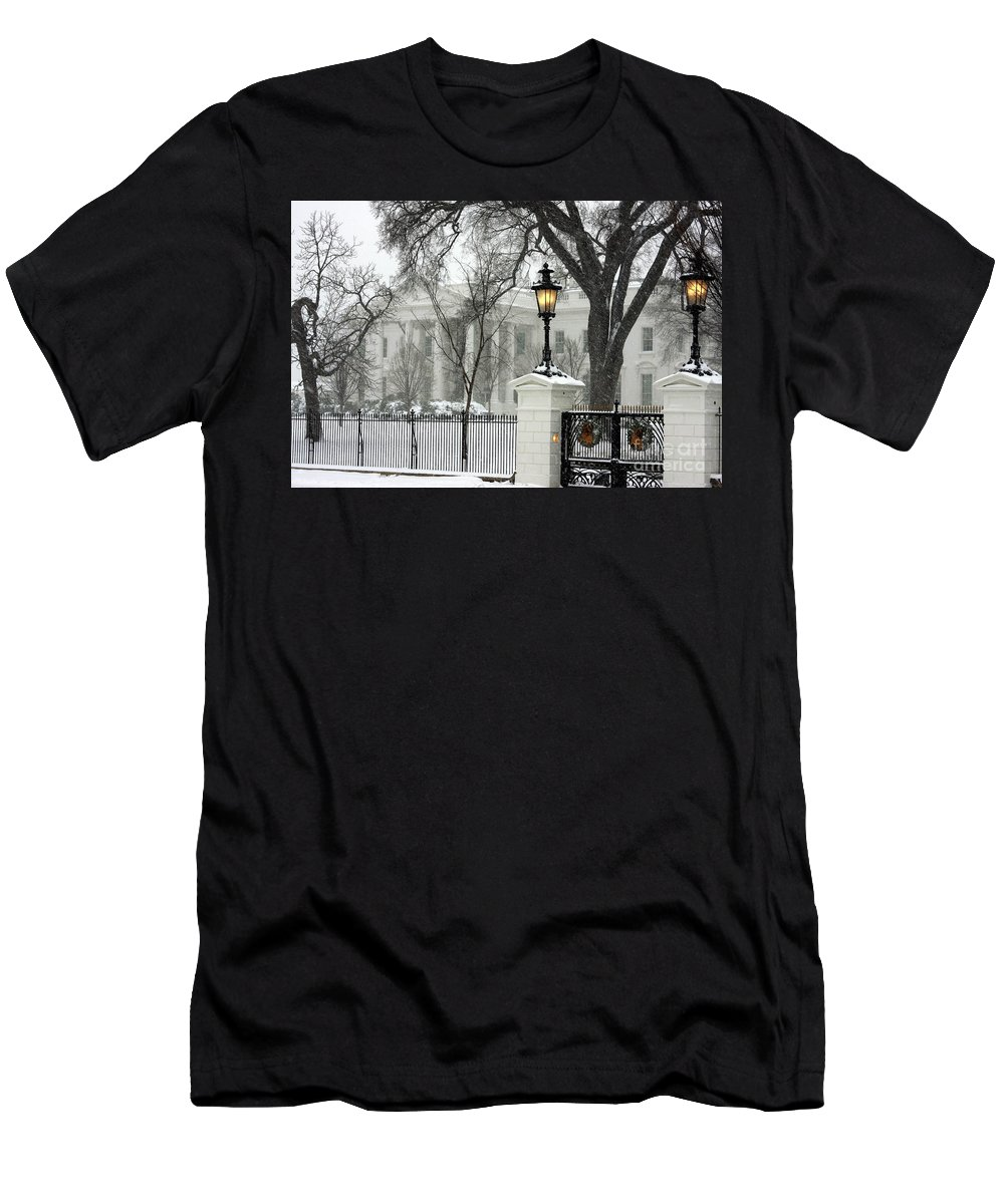 Washington Dc Photographs Men's T-Shirt (Athletic Fit) featuring the photograph White House Christmas by Andrew Romer