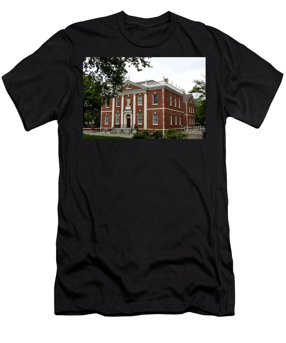 Brick House Men's T-Shirt (Athletic Fit) featuring the photograph Old Town Philadelphia by Christiane Schulze Art And Photography