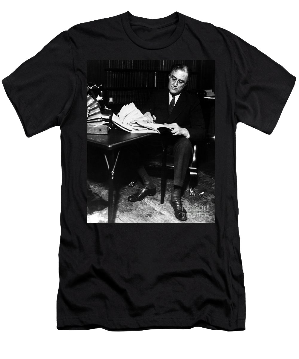 1924 Men's T-Shirt (Athletic Fit) featuring the photograph Franklin D. Roosevelt by Granger