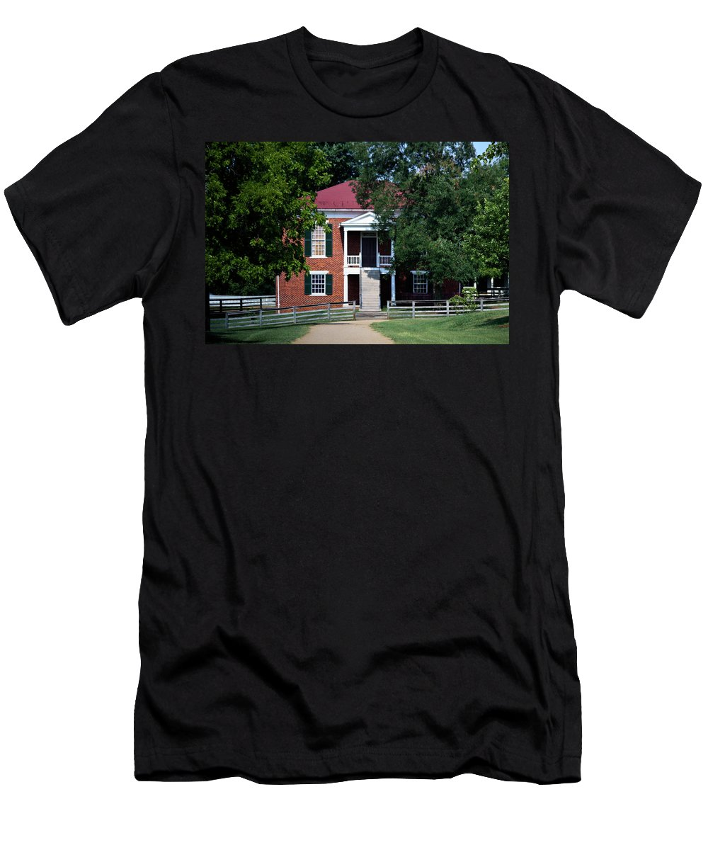 Appomattox Men's T-Shirt (Athletic Fit) featuring the photograph Appomattox County Court House 1 by Teresa Mucha