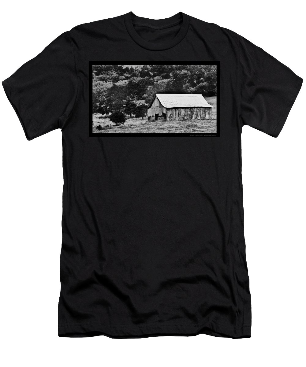 Rustic Men's T-Shirt (Athletic Fit) featuring the photograph B N W Barn by Sheri Bartoszek