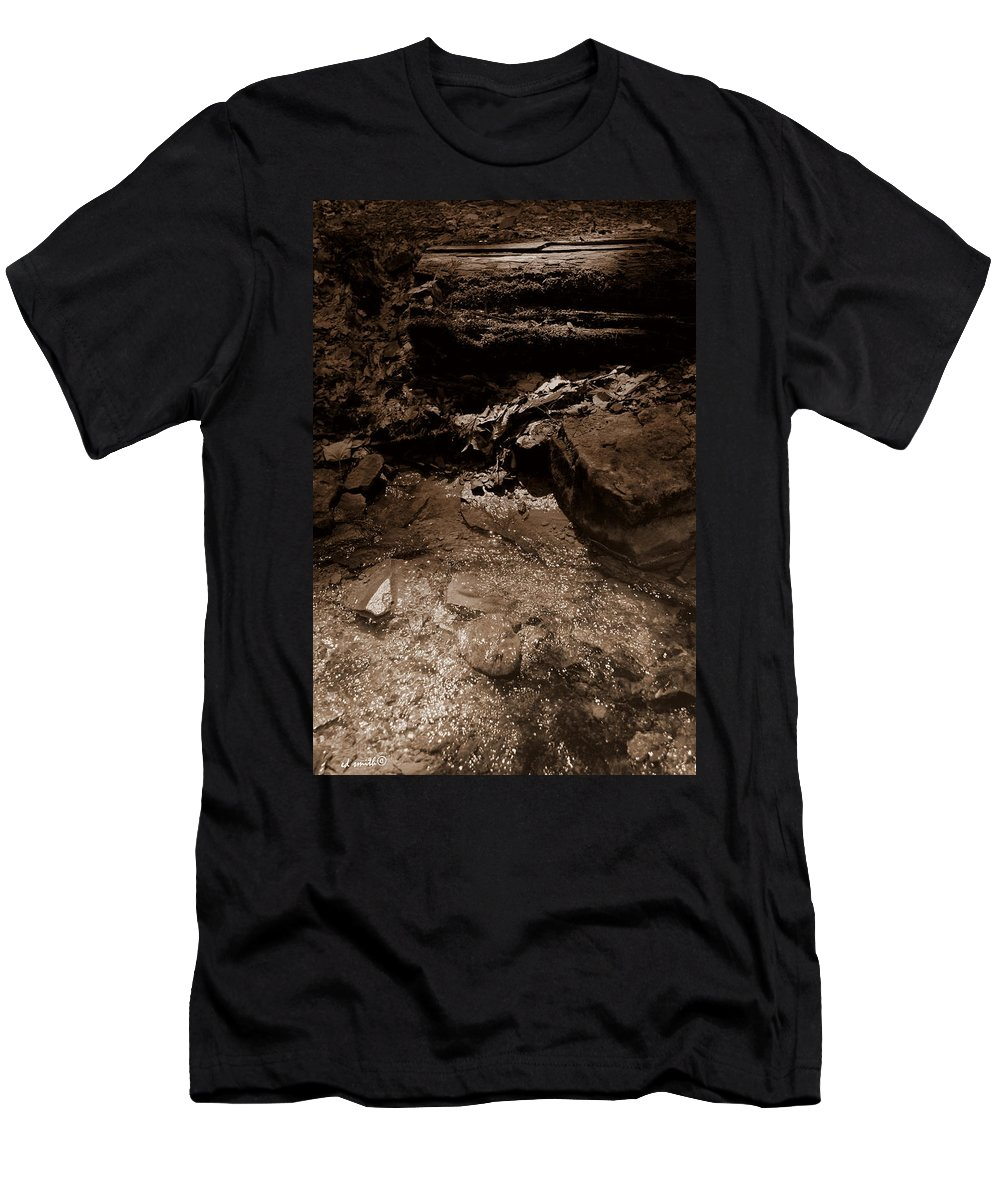 Babble On Men's T-Shirt (Athletic Fit) featuring the photograph Babble On by Ed Smith