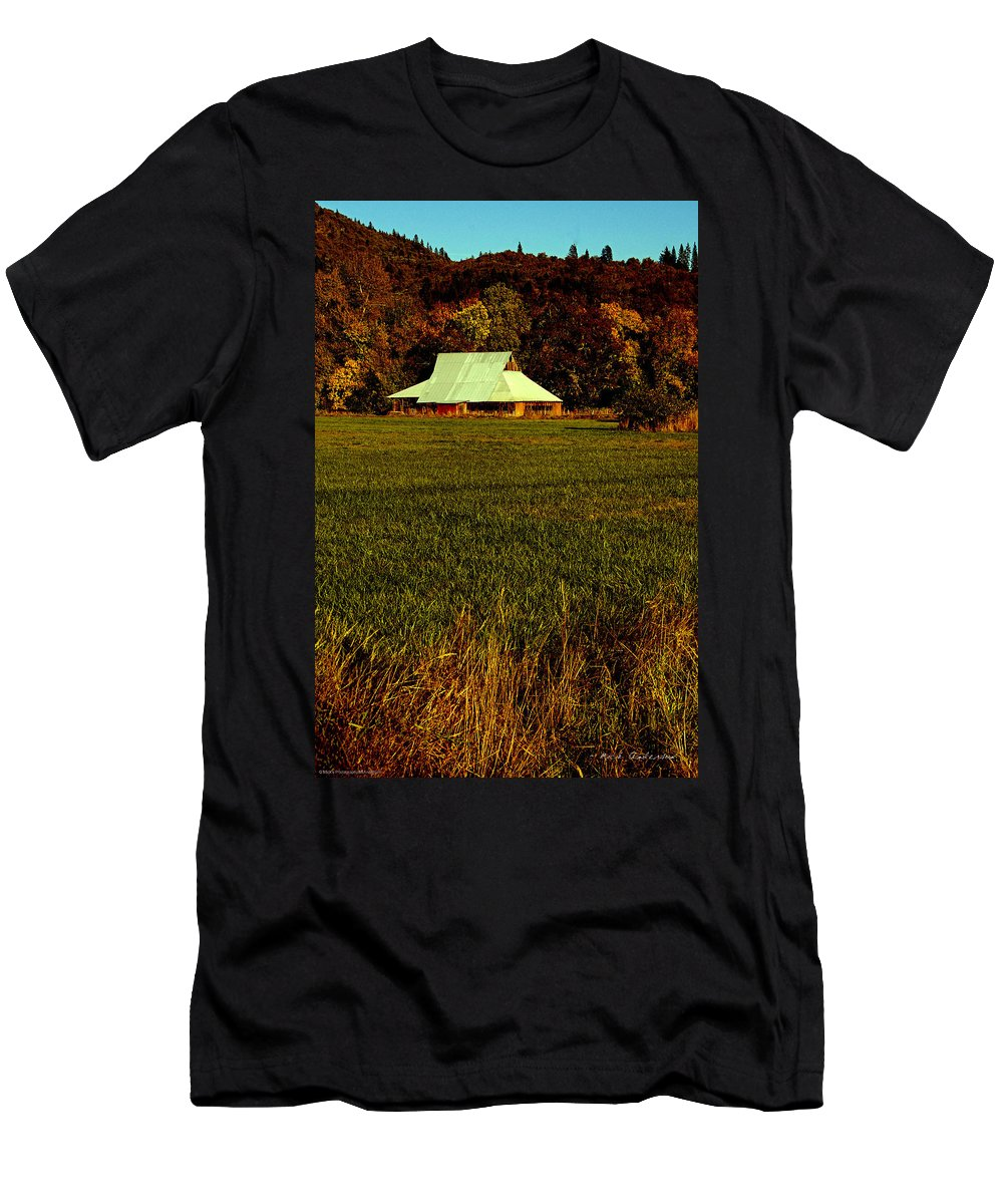 60s Men's T-Shirt (Athletic Fit) featuring the photograph Barn In The Style Of The 60s by Mick Anderson