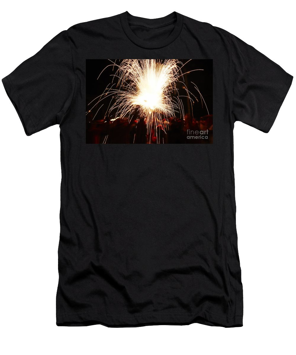 Fuego Men's T-Shirt (Athletic Fit) featuring the photograph Fountain Of Sparks by Agusti Pardo Rossello