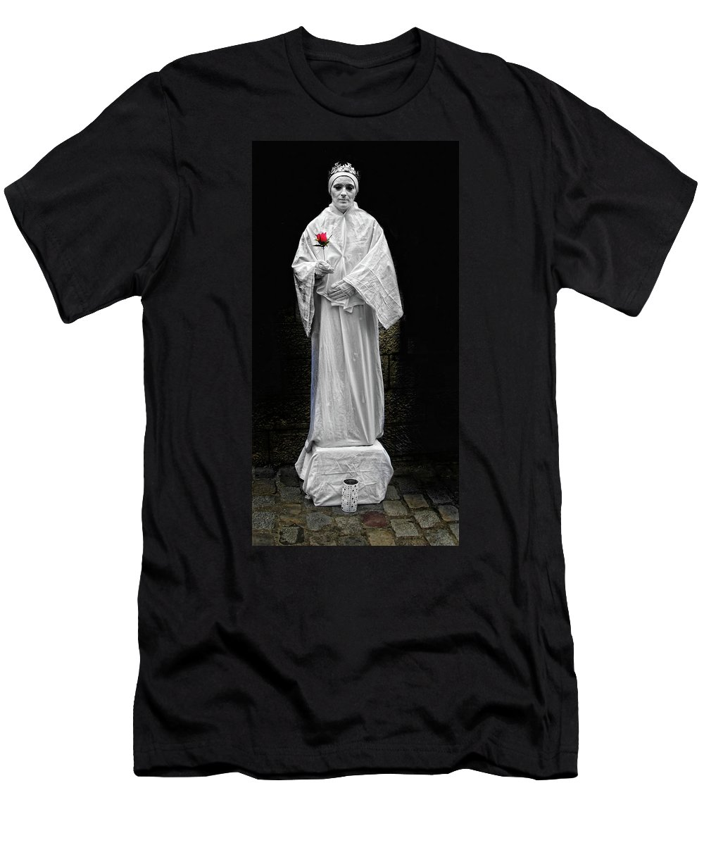 Statue Men's T-Shirt (Athletic Fit) featuring the photograph Human Statue by Dave Mills