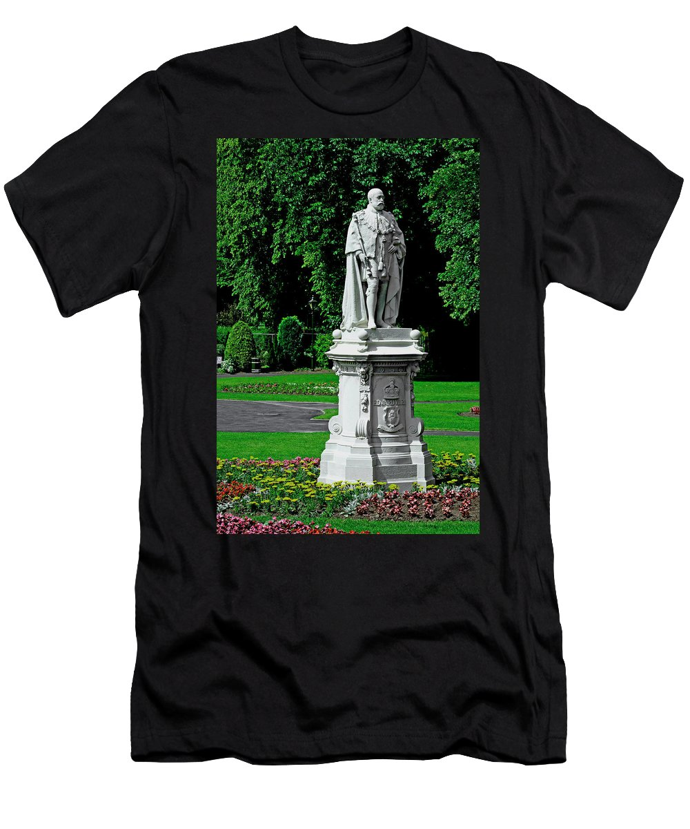 Lichfield Men's T-Shirt (Athletic Fit) featuring the photograph King Edward Vii Statue - Lichfield by Rod Johnson