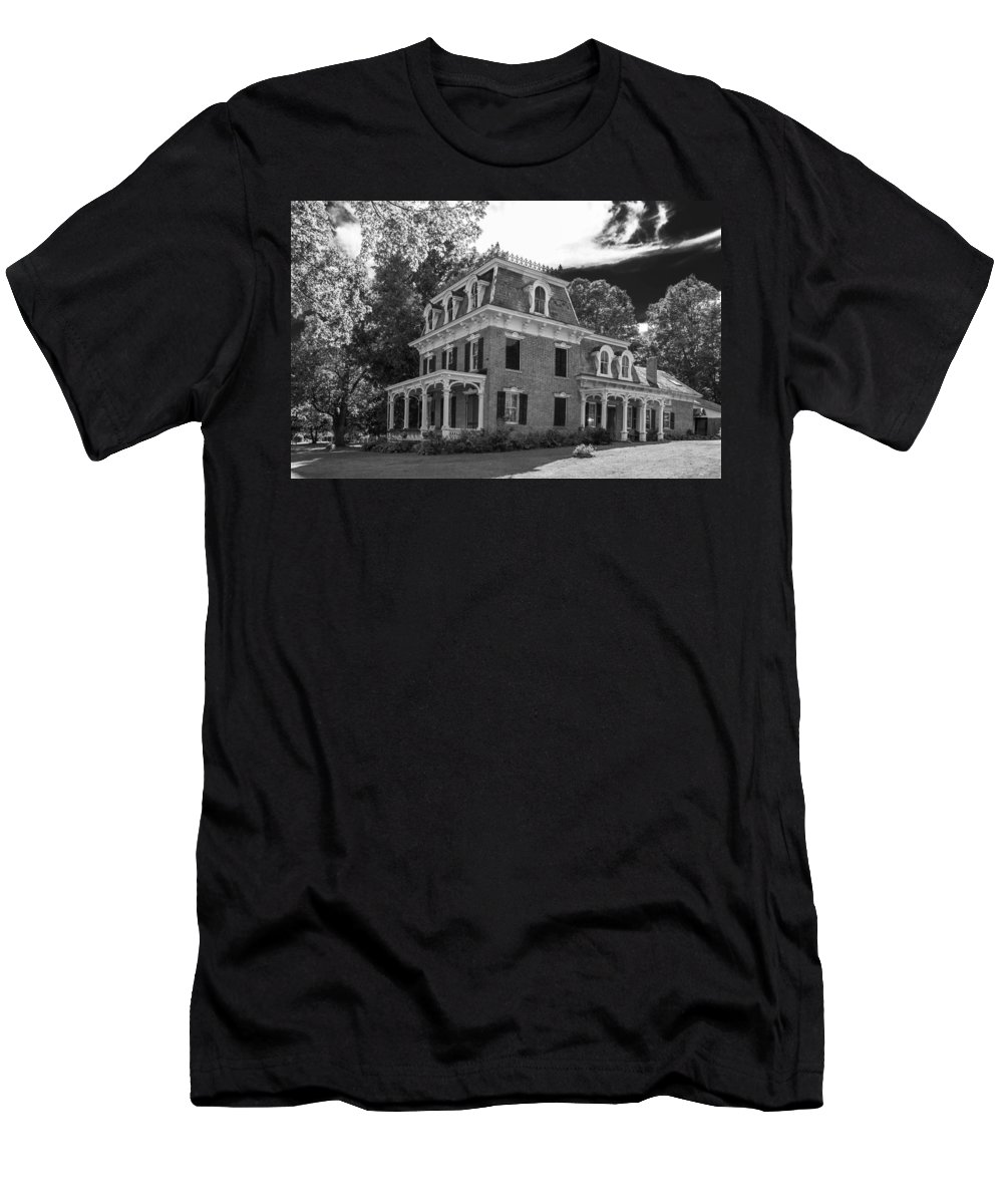 Guy Whiteley Photography Men's T-Shirt (Athletic Fit) featuring the photograph Lake George Farmhouse by Guy Whiteley