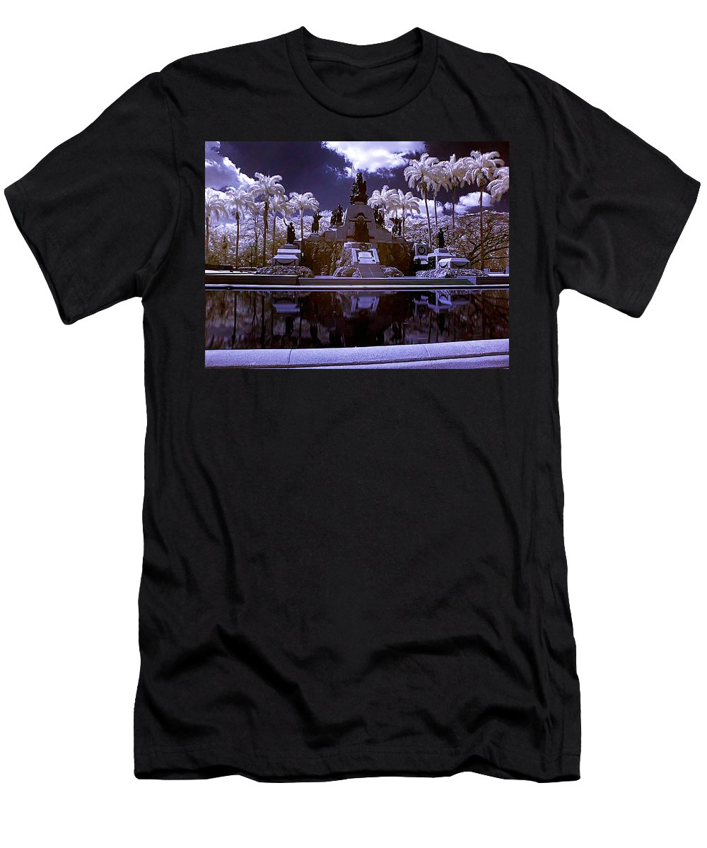 Monument Men's T-Shirt (Athletic Fit) featuring the photograph Monument To The Battle Of Carabobo by Galeria Trompiz