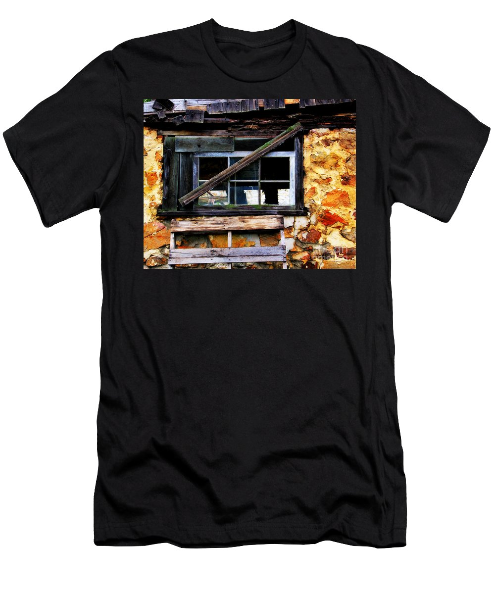 Barn Men's T-Shirt (Athletic Fit) featuring the photograph Old Barn Window 2 by Perry Webster