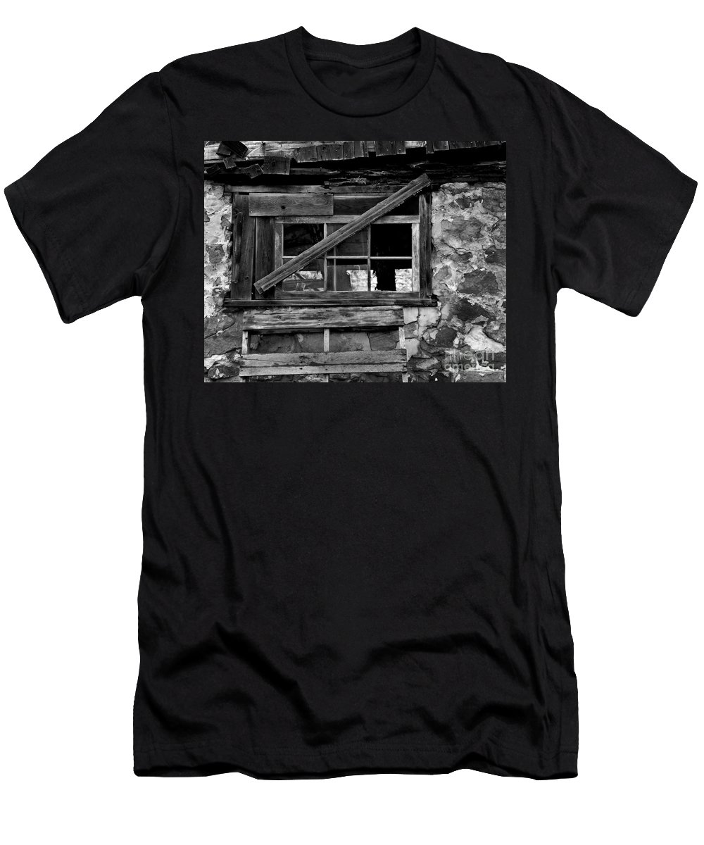 Barn Men's T-Shirt (Athletic Fit) featuring the photograph Old Barn Window by Perry Webster